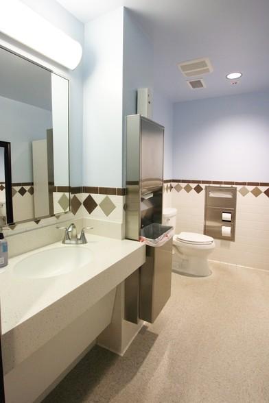 Commercial bathromm remodeling contractors