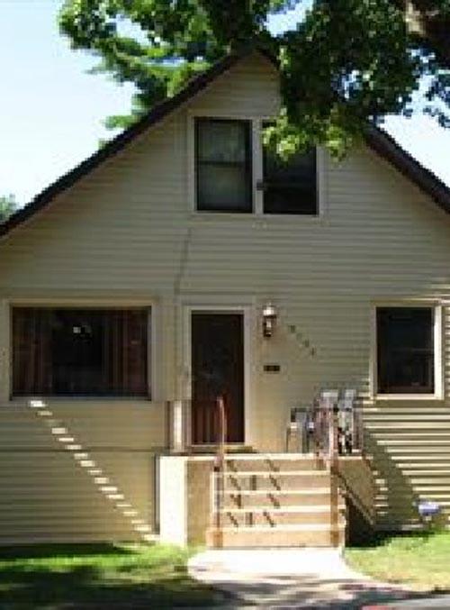 8134 S Burnham Ave Chicago IL 60617